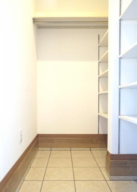 シューズインクローゼットは玄関が狭くなる