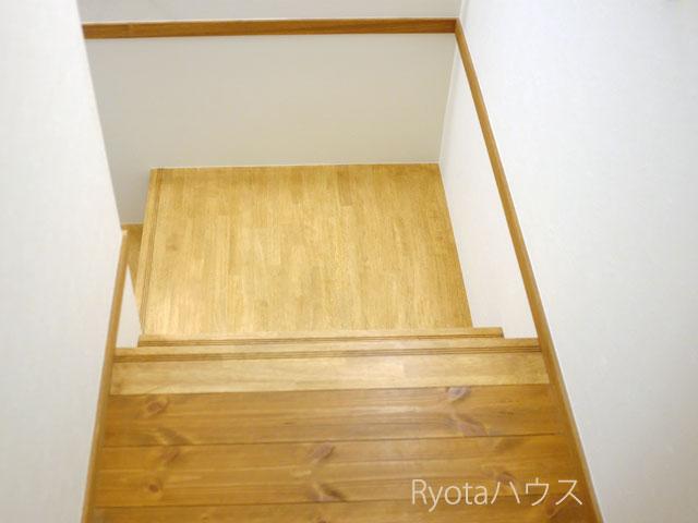 踊り場のある階段