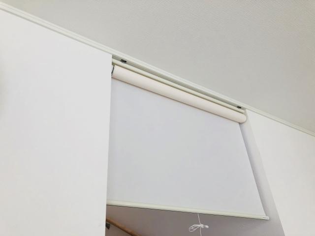 ロールカーテンを壁的に使う
