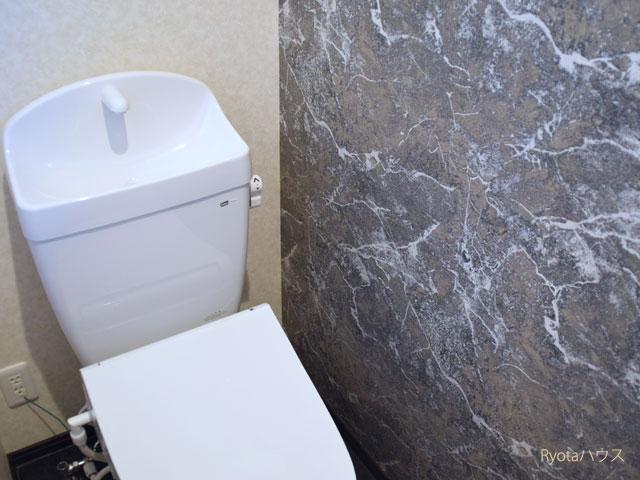 トイレはゴージャスな壁紙
