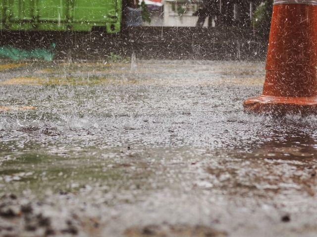 雨が降りやすい土地はウッドデッキ不向き