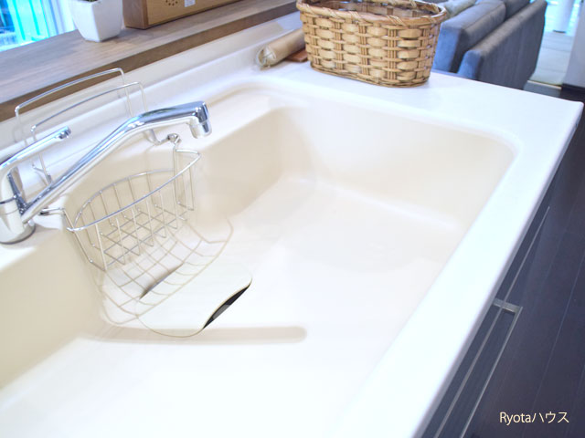 白くて清潔感のあるキッチン