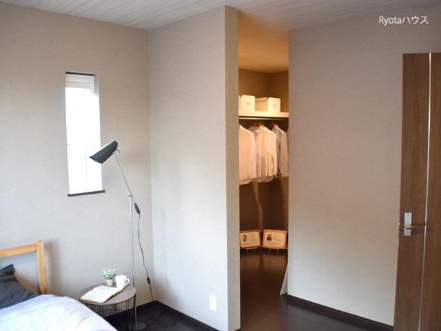 寝室もスペースが広い