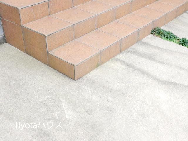 玄関外の素材を中にも起用